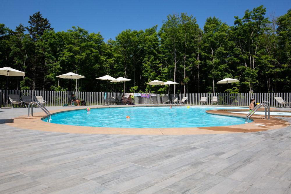 6 idées pour vous faire apprécier l'été à Sutton : La piscine chez Huttopia